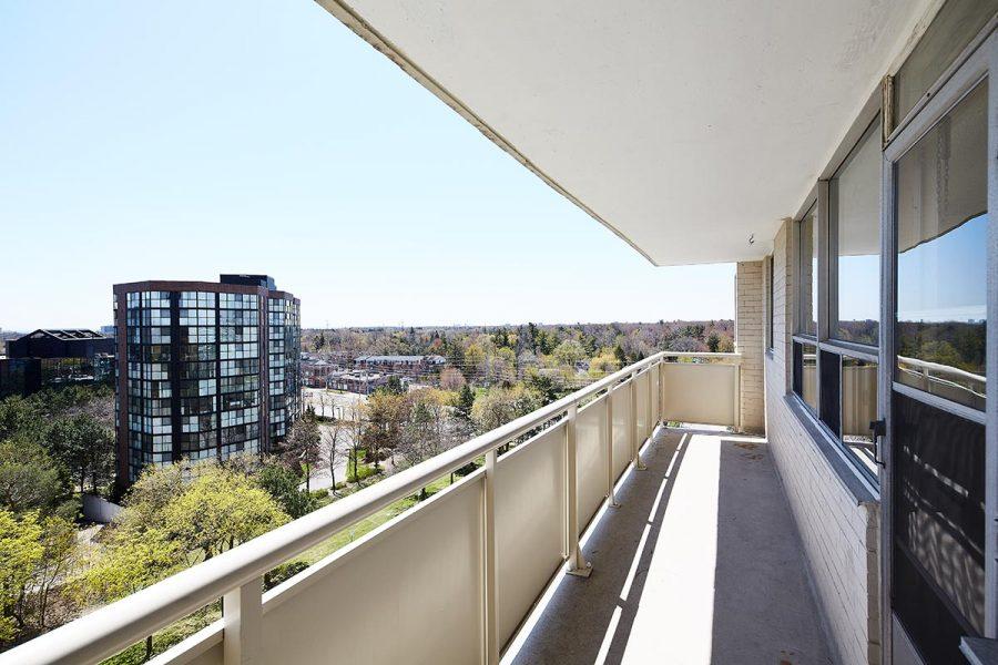 2170 Sherobee balcony 02